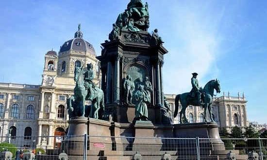 Вена. Памятник Марии Терезии